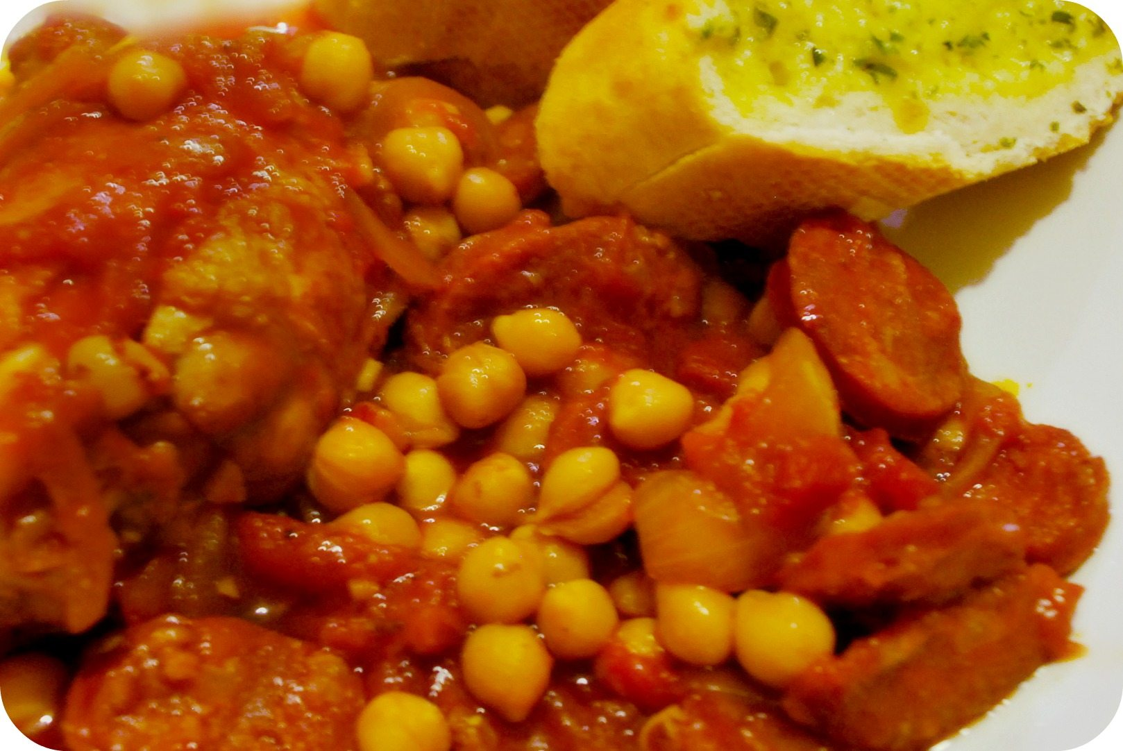 Chicken, Chorizo and Chickpea Casserole | Rosalilium