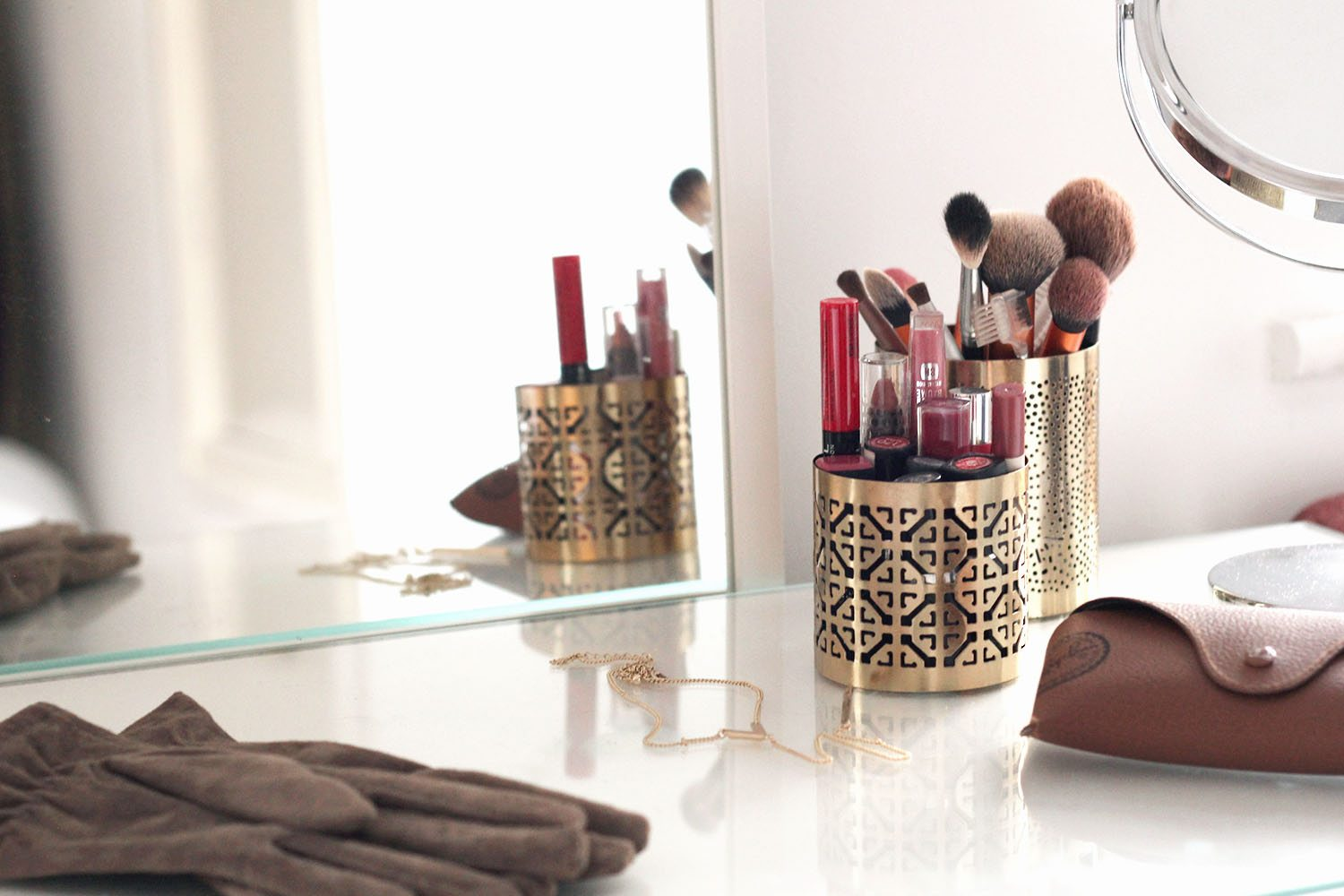 Inspirational dressing table gold details