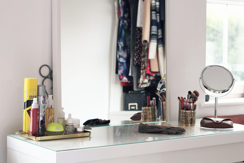 Minimalist white bedroom tour rosalilium - Accessoire dressing ikea ...
