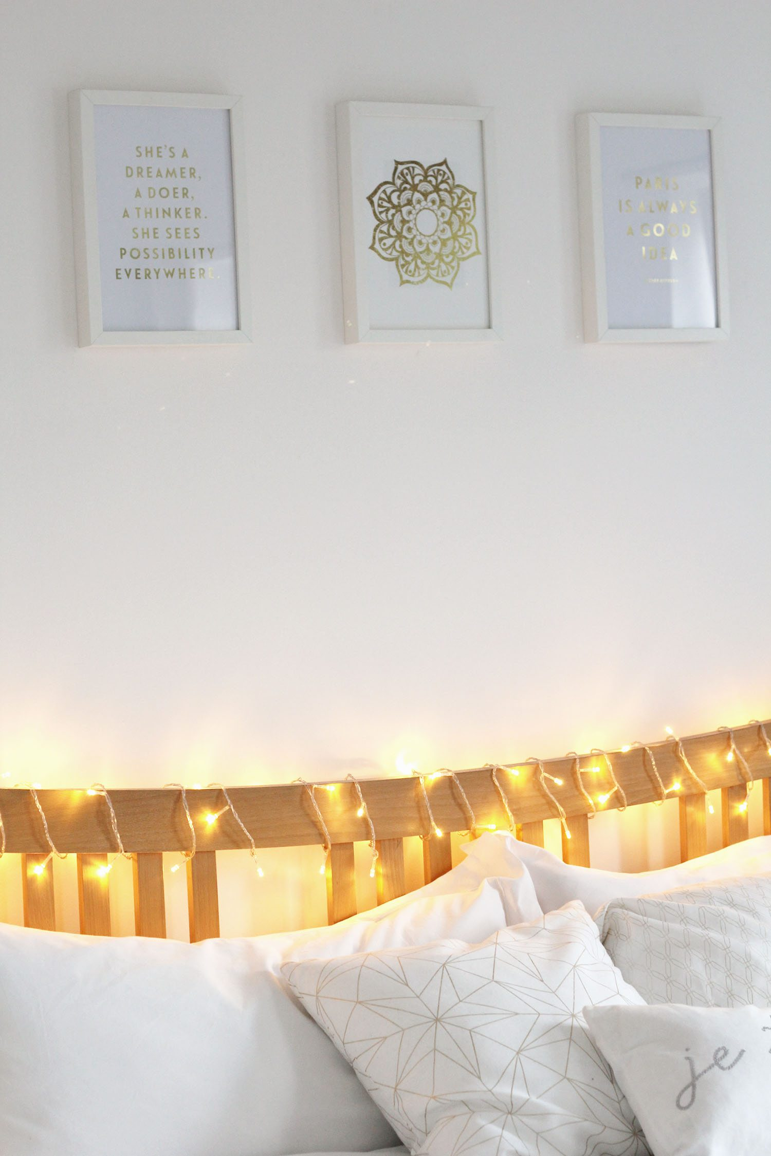 white-and-gold-bedroom-theme