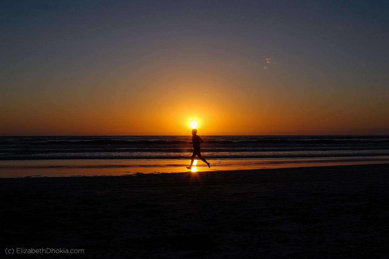 running on the beach_elizabethdhokia