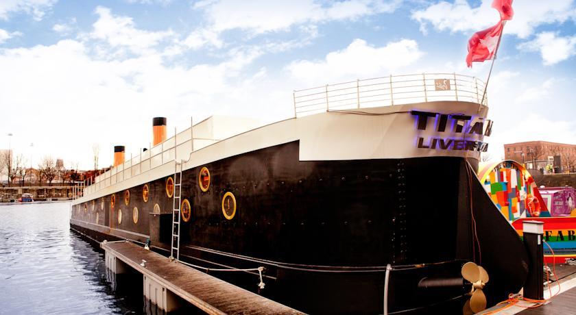 titanic-houseboat